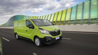 RENAULT GIVES TRAFIC SOME EXTRA JAM