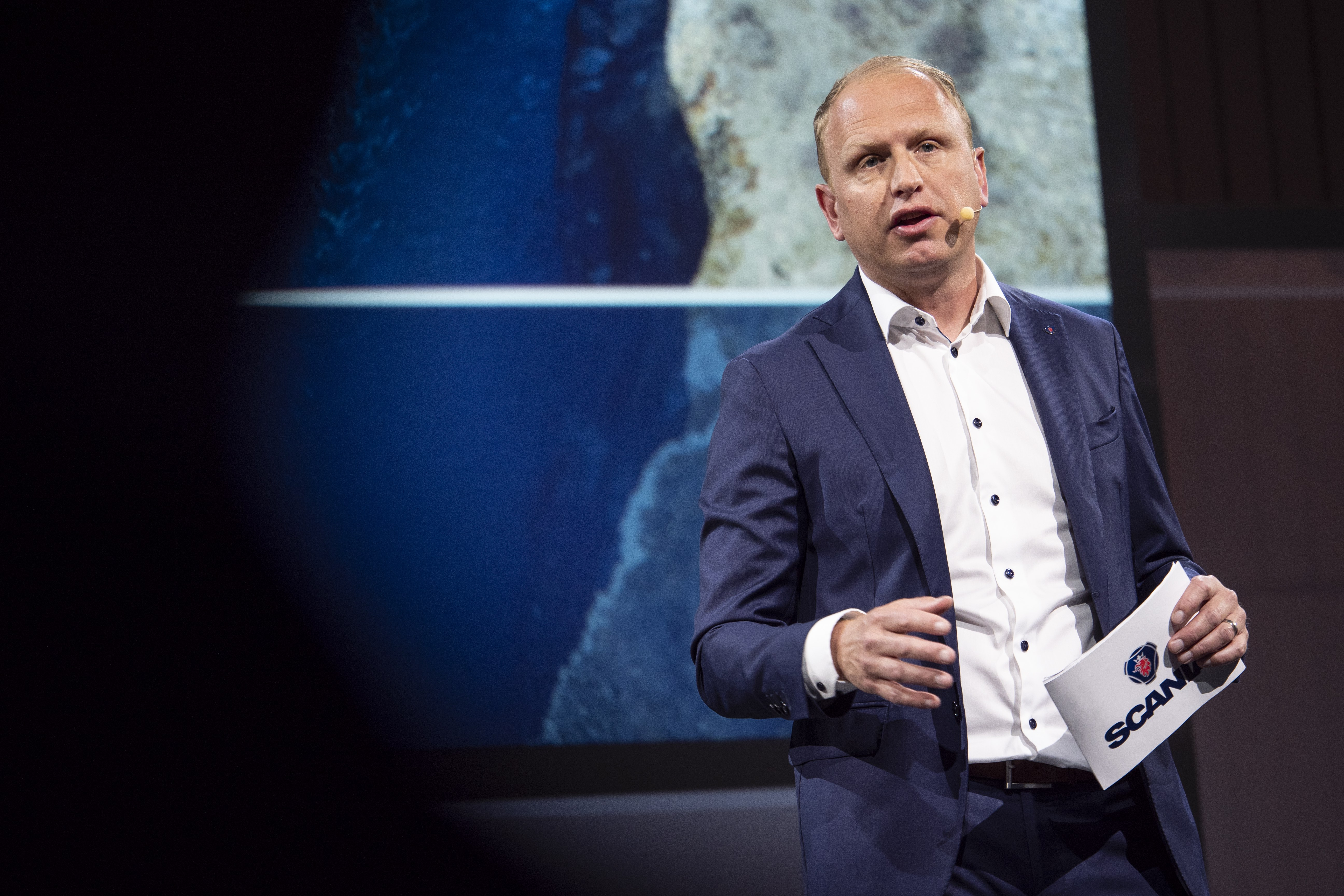 Scania CEO Henrik Henriksson promotes pathways to a fossil fuel free future[1]