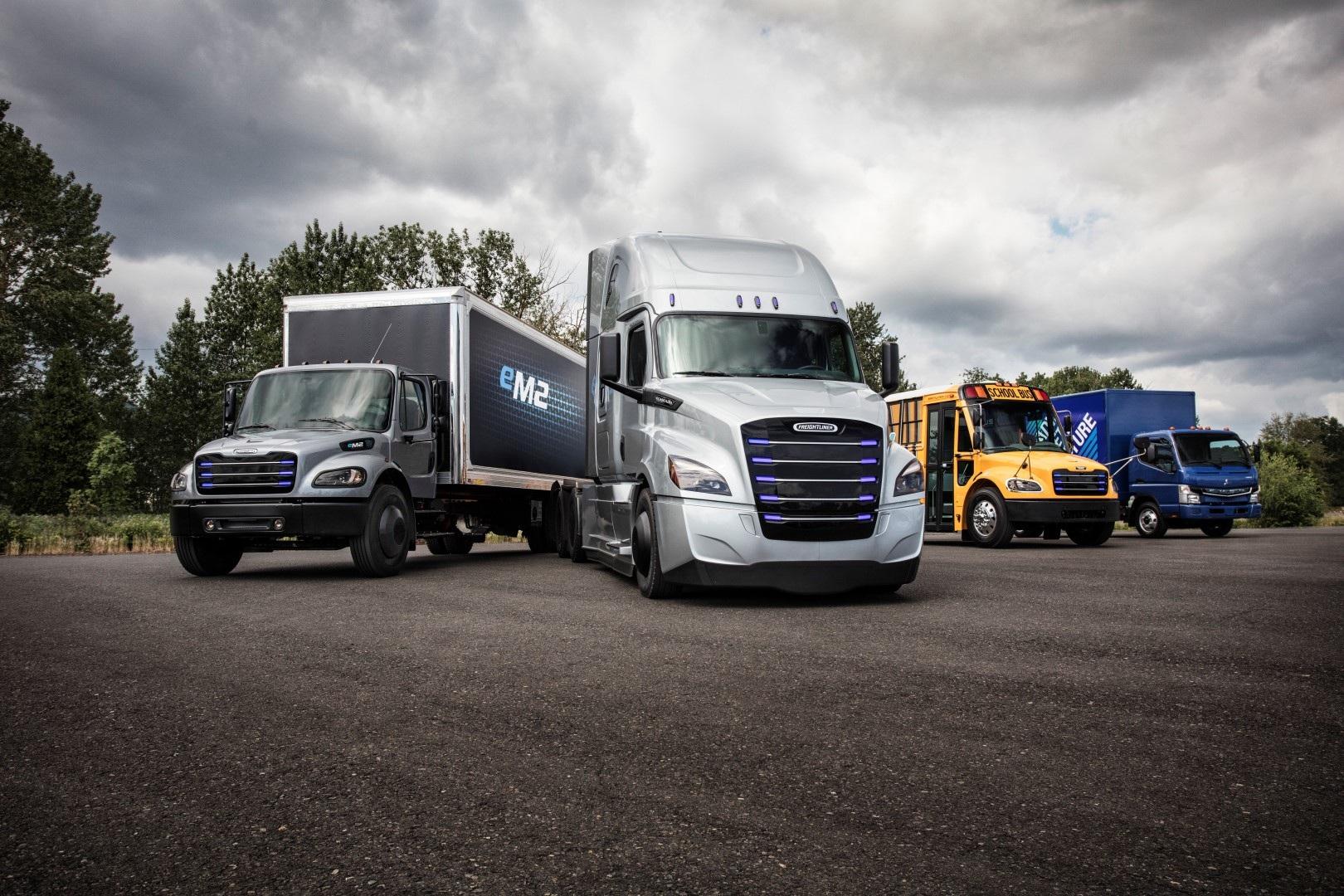 Daimler Trucks etabliert globale E-Mobility Group und präsentiert zwei Elektro-Lkw für die USA