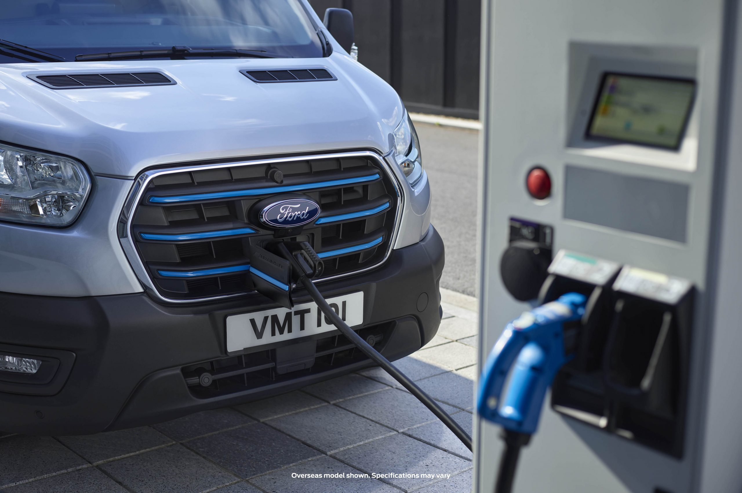 FORD _ETransit_Front_7_8_Charging